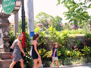 Dewa Bungalows Bali - street front of us