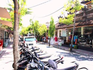 Dewa Bungalows Bali - street view
