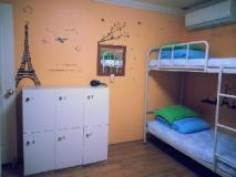 Blue Backpackers Hostel: guest room