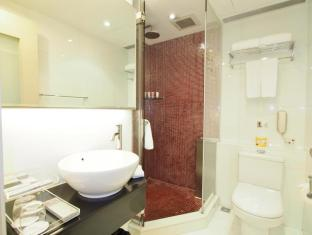 The Bauhinia Hotel - Central Hong Kong - Bathroom