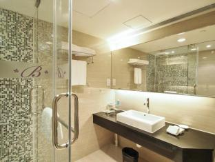 The Bauhinia Hotel - Central Hong Kong - Executive Room Bathroom