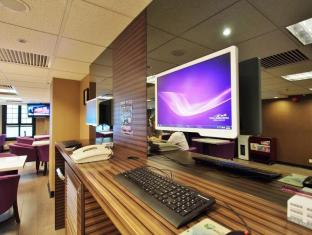 The Bauhinia Hotel - Central Hong Kong - Executive Lounge Internet Corner