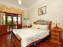 Above Bored Bed and Breakfast | Australia Hotels Perth