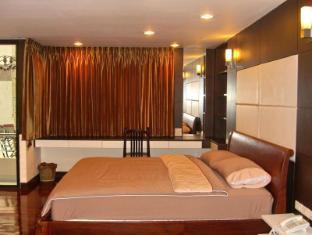 Eightville Bangkok - Studio King Bed