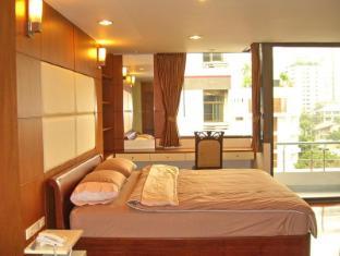 Eightville Bangkok - Studio with Balcony