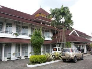 /id-id/crown-hotel-tasikmalaya/hotel/tasikmalaya-id.html?asq=jGXBHFvRg5Z51Emf%2fbXG4w%3d%3d
