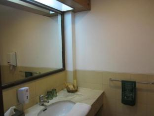 Lido Lakes Resort and Conference Bogor - Bathroom