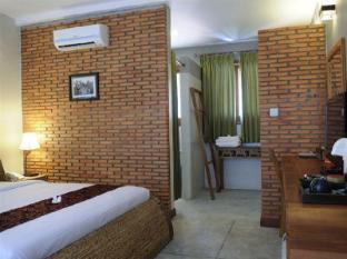 Frangipani Fine Arts Hotel Phnom Penh - Suite Room