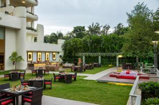 /ellaa-hotel-gachibowli/hotel/hyderabad-in.html?asq=jGXBHFvRg5Z51Emf%2fbXG4w%3d%3d