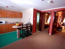 Al Bustan Tower Hotel Suites: guest room
