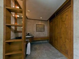 The Oberoi Bali Bali - Bathroom
