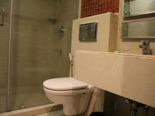 Hotel Twin Tree New Delhi and NCR - Bathroom- Deluxe Room