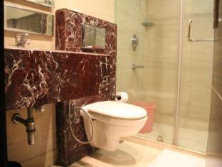 Hotel Twin Tree New Delhi and NCR - Bathroom-Luxury Room