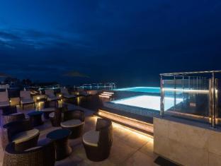 Renuka City Hotel Colombo - Outdoor Swimming Pool
