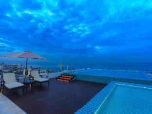 Renuka City Hotel Colombo - Pool View