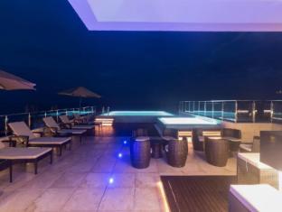Renuka City Hotel Colombo - Pool Area