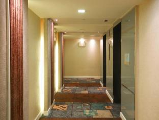 Amora NeoLuxe Suites Bangkok - Corridor