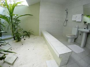 Helengeli Island Resort Maldives Islands - Beach Bungalow Bathroom