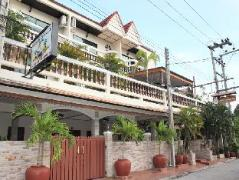 Chang Charlie Inn   Pattaya Hotel Discounts Thailand