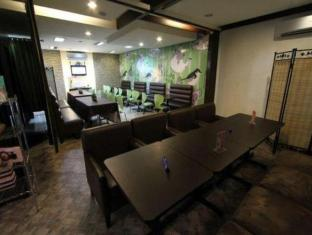 Salem Domestic Guesthouse Manila - Inne i hotellet