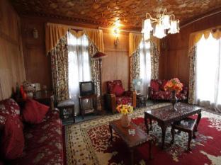 /persian-group-of-houseboats/hotel/srinagar-in.html?asq=jGXBHFvRg5Z51Emf%2fbXG4w%3d%3d