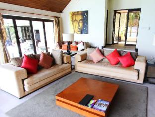 IndoChine Resort & Villas Phuket - Pool Villas 4-6 Bedroom - Living Room