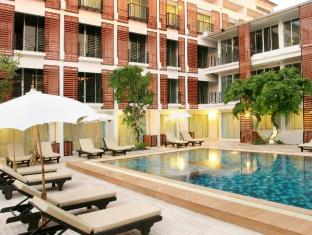 Paradise Hotel Udonthani Udon Thani - Swimming Pool with small children pool.