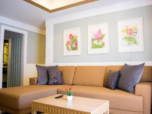 Paradise Hotel Udonthani Udon Thani - Separate living room of Royal Suite One Bedroom