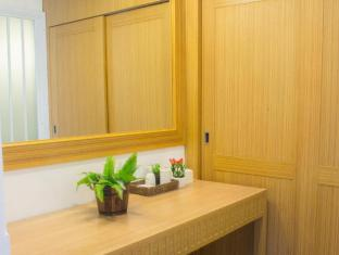 Paradise Hotel Udonthani Udon Thani - Walk in closet of Royal Suite One Bedroom