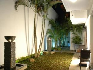 D Villas Colombo - Rear Garden