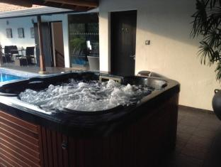 D Villas Colombo - Hot Tub