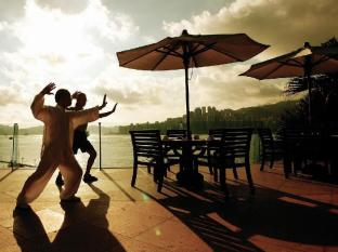 InterContinental Hong Kong Hotel Hong Kong - Tai Chi Class at Pool Terrace
