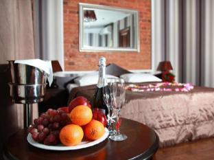 /fi-fi/martin-hotel/hotel/saint-petersburg-ru.html?asq=vrkGgIUsL%2bbahMd1T3QaFc8vtOD6pz9C2Mlrix6aGww%3d