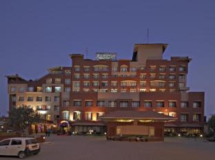 /sv-se/radisson-hotel-kathmandu/hotel/kathmandu-np.html?asq=m%2fbyhfkMbKpCH%2fFCE136qXyRX0nK%2fmvDVymzZ3TtZO6YuVlRMELSLuz6E00BnBkN