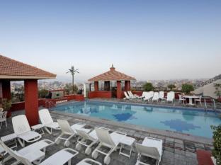 Radisson Hotel Kathmandu Kathmandu - Swimming Pool
