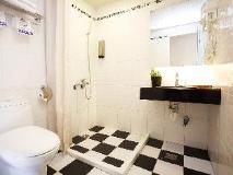 Jin Bao Hotel: bathroom