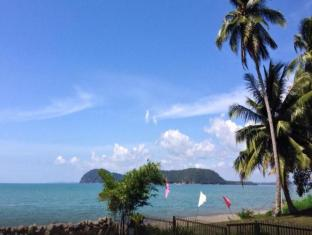 Fishing Bay Resort Mersing - Beach