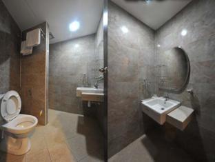 Hotel Ambassador Bukit Bintang Kuala Lumpur - Bathroom