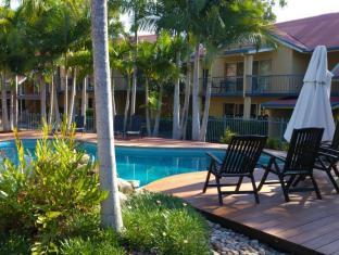 at Beach Court Holiday Villas Islas Whitsunday - Piscina