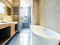 Home Hotel: bathroom
