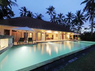 Villa Rumah Pantai Bali - Swimming Pool