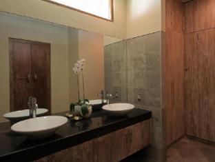 Villa Rumah Pantai Bali - Bathroom