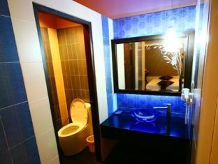 Pretty Resort Hotel and Spa Bangkok - Superior Bathroom