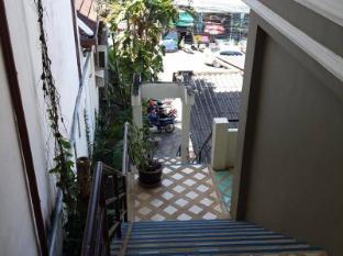 Baan Nitra Guesthouse Phuket - walk way
