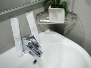 Marrison Hotel Singapore - Bathroom