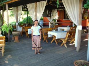 Hollanda Montri Guesthouse Чианг Май - Ресторант