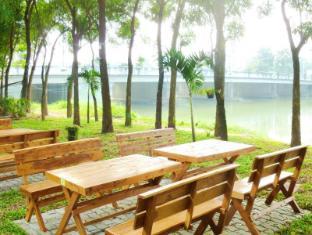 Hollanda Montri Guesthouse Chiang Mai - Ogród