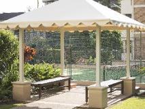 BreakFree Longbeach Hotel: garden