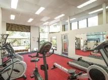 BreakFree Longbeach Hotel: fitness room