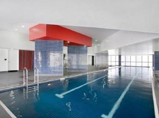 Meriton Serviced Apartments Adelaide Street Brisbane - Swimming Pool